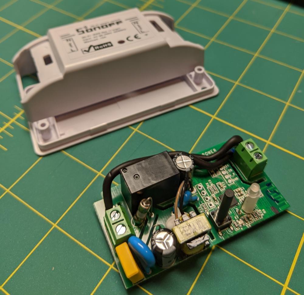 Sonoff Basic R2 insides